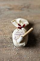 Europe/France/Pays de la Loire/44/Loire-Atlantique/Guérande : Fleur de sel - Sel de Guérande -  IGP - Stylisme : Valérie LHOMME  //        France, Loire Atlantique, Guerande, Fleur de sel, salt Guerande, IGP, styling, Valerie Lhomme