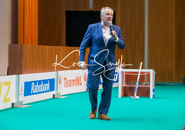 UTRECHT - Dagvoorzitter Tom van 't Hek, Nationaal Hockey Congres van de KNHB, COPYRIGHT KOEN SUYK