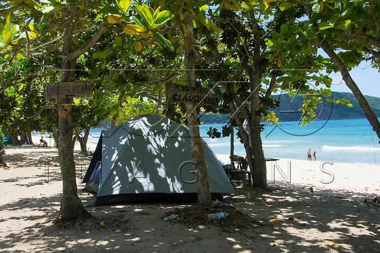 Barraca de camping na Praia do Sono, Paraty - RJ, 01/2016.