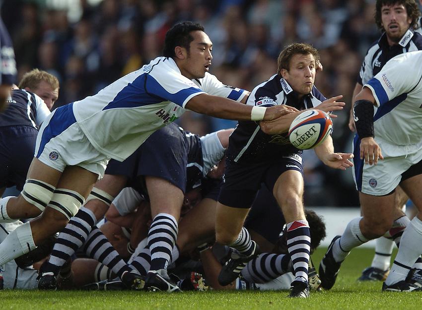 Photo: Jonathan Butler..Bristol Rugby v Bath Rugby. EDF Anglo-Welsh Cup. 01/10/2006..Brian O'Riordan of Bristol is charged by Jonny Faamatuainu of Bath.