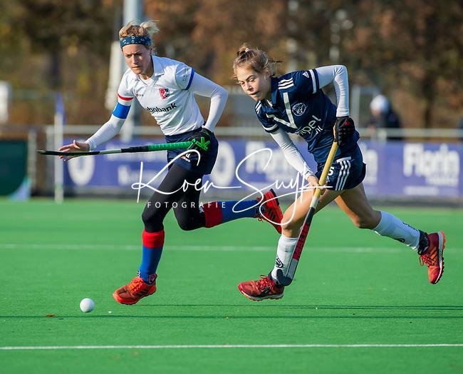 AMSTELVEEN -  Carlien Dirkse van den Heuvel (SCHC) met Josephine Murray (Pinoke) tijdens de competitie hoofdklasse hockeywedstrijd dames, Pinoke-SCHC (1-8) . COPYRIGHT KOEN SUYK