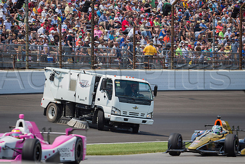 25.05.2015. Indianapolis, IN, USA.  Track clean up crews in action during the running of the 99th Indianapolis 500 in Indianapolis, IN.