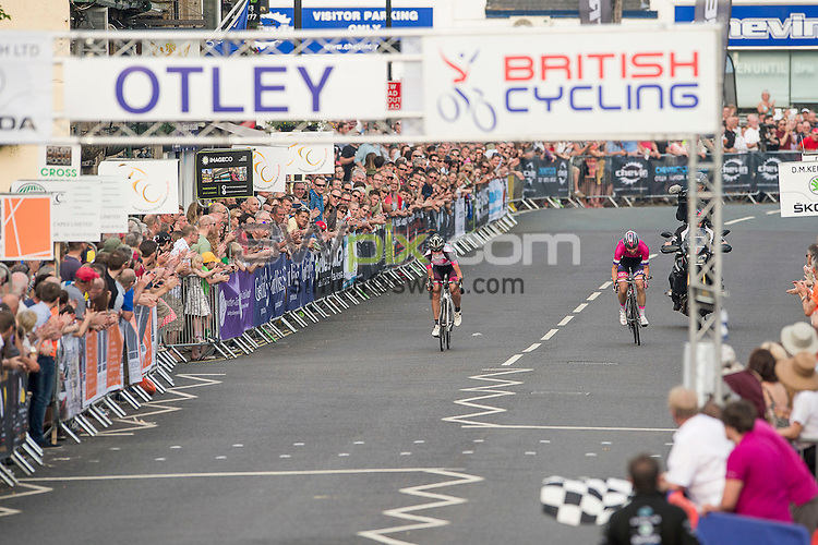 Picture by Allan McKenzie/SWpix.com - 01/07/2015 - Cycling - British Cycling Women's Road Series- Otley Grand Prix - Otley, England - Annasley Park & Dame Sarah Storey race for the finish line in the Otley Women's Grand Prix.