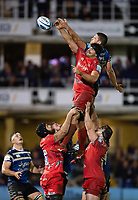 Charlie Ewels of Bath Rugby competes with Jono Ross of Sale Sharks for the ball at a lineout. Gallagher Premiership match, between Bath Rugby and Sale Sharks on December 2, 2018 at the Recreation Ground in Bath, England. Photo by: Patrick Khachfe / Onside Images