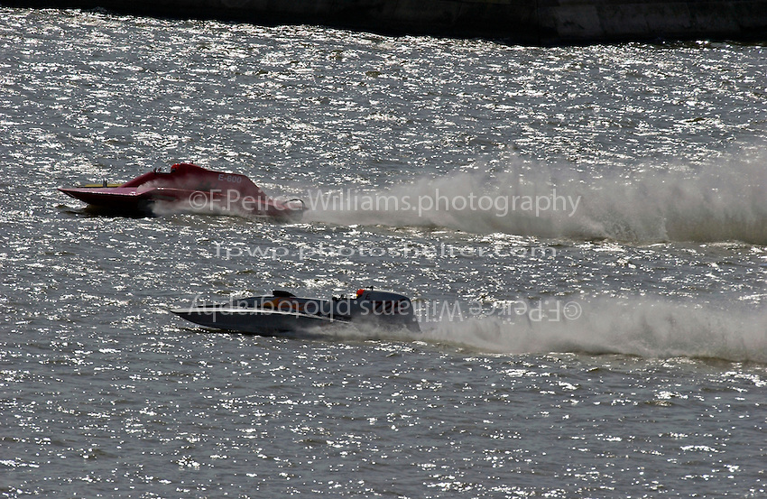 "Frame 1: E-600 and Mark Burghardt, E-726 ""X-Ray"", 5 Litre class hydroplane, Upon entering the first turn, Burghardt spins and crashes, tearing away the left sponson."