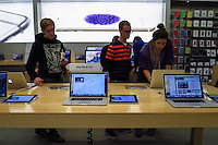 Paramus, NJ. 20 October 2014. Costumers visit a Apple store in New Jersey. Apple reported fourth-quarter revenues of $42.1 billion in the quarter . Photo by Kena Betancur/VIEWpress