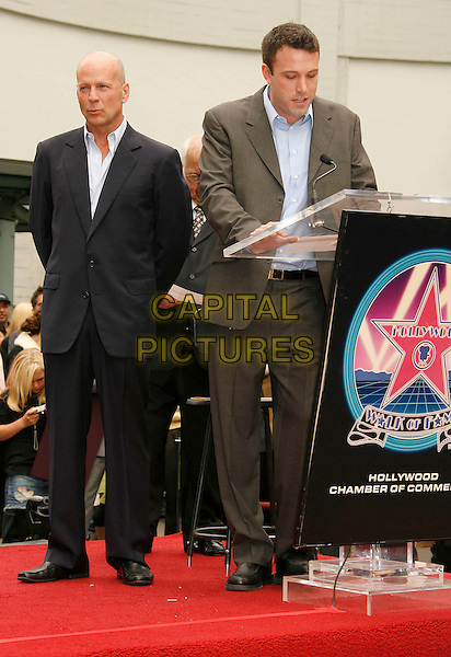 BRUCE WILLIS & BEN AFFLECK.at the ceremony where Bruce Willis is honored with the 2,321 Star on The Hollywood Walk of Fame outside Grauman's Chinese Theatre on Hollywood Boulevard, Hollywood, California, USA, 16 October 2006..full length hand.Ref: ADM/RE.www.capitalpictures.com.sales@capitalpictures.com.©Russ Elliot/AdMedia/Capital Pictures.