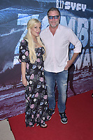 Tori Spelling mit Ehemann Dean McDermott at the premiere of SyFy TV-Film Zombie Tidal Wave at the Garland Hotel in Los Angeles, California August 12, 2019. Credit: Action Press/MediaPunch ***FOR USA ONLY***