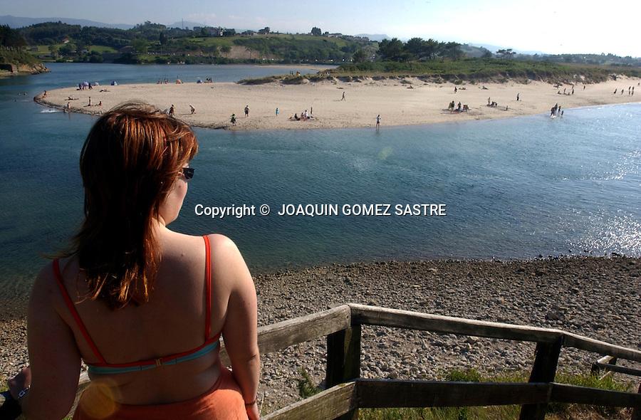.Panoramica de la playa cantabra de Oyambre..foto JOAQUIN GOMEZ SASTRE