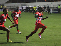 TUNJA - COLOMBIA -12 - 03-2015: Los jugadores de Patriotas FC, celebran el gol anotado a Boyaca Chico FC, durante partido entre Boyaca Chico FC y Patriotas FC, por la fecha 9 de la Liga Aguila I-2015, jugado en el estadio La Independencia de la ciudad de Tunja. / The players of Patriotas FC, celebrate a goal scored to Boyaca Chico FC, during a match between Boyaca Chico FC and Patriotas FC, for the date 9 of the Liga Aguila I-2014 at the La Independencia  stadium in Tunja city, Photo: VizzorImage  / Cesar Melgarejo / Cont.
