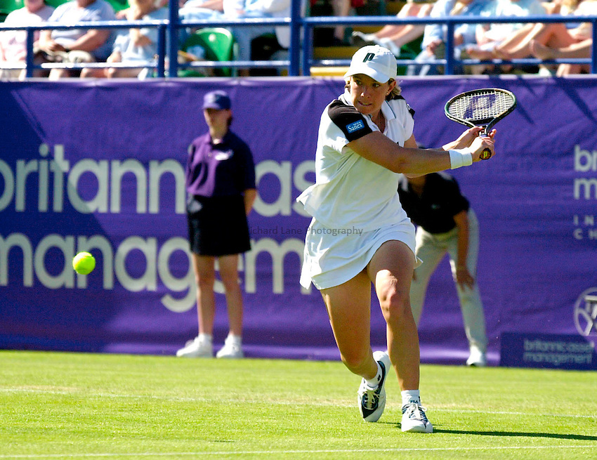 Photo. Rene Solari..20/6/01  .Eastbourne Day 3.  American Lisa Raymond backhands the ball as she beats South African Amanda Coetzer to get into the Quarter finals....