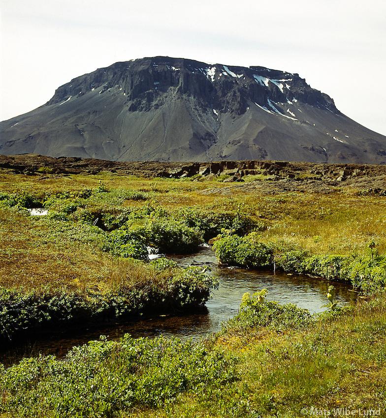 """Herðubreið séð til suðvesturs, Hálendið suður af Mývatnsöræfi. / Mount Herdubreid  - the """"Quen of Icelandic Mountains"""" viewed to south west. Highlands south of the main road between Myvatn and Grimsstadir a Fjollum."""