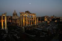 The Roman Forum.<br /> Il foro Romano illuminato