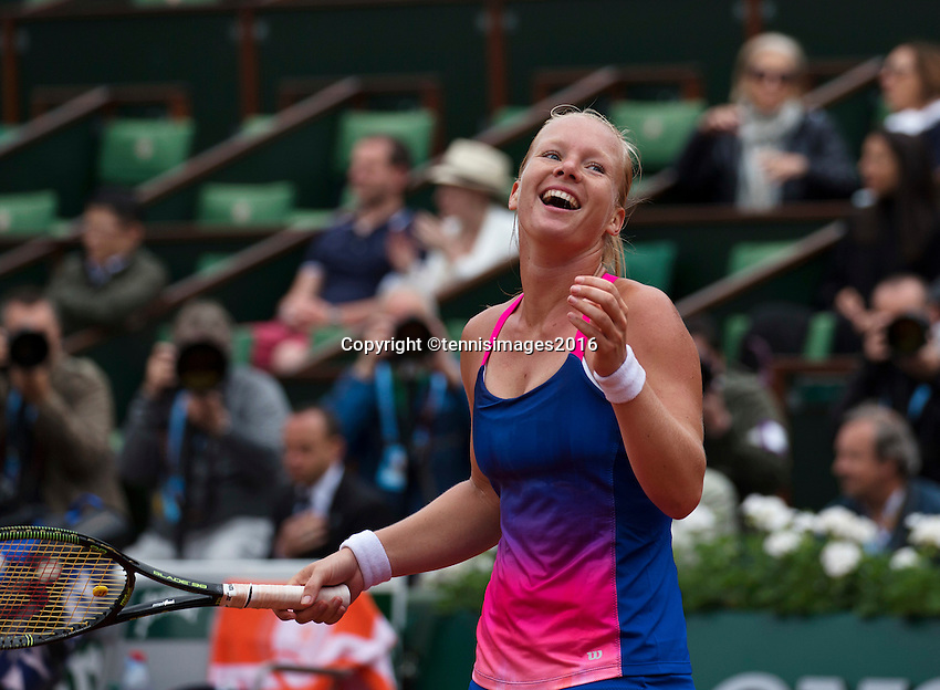 Paris, France, 24 June, 2016, Tennis, Roland Garros,  Kiki Bertens (NED) upset 13h seat Kerber of Germany in the first round and celebrates.<br /> Photo: Henk Koster/tennisimages.com