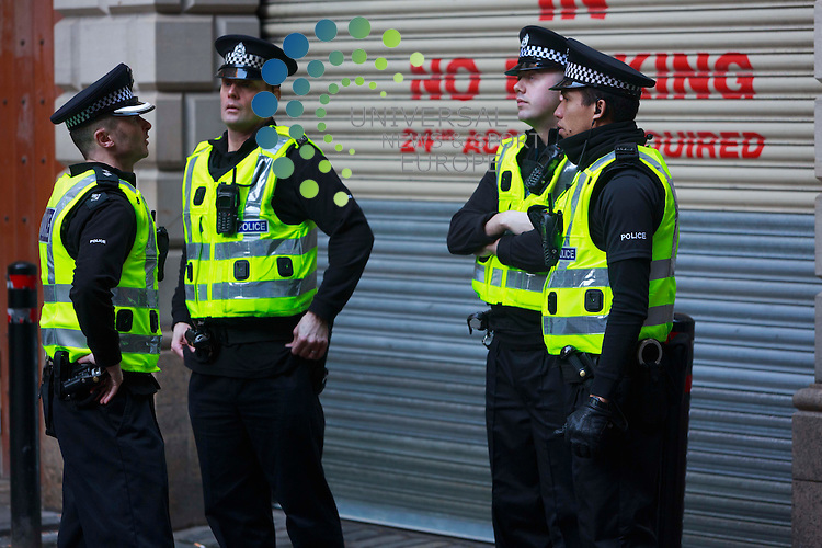 Polices outside of the Edinburgh High Court, when Rosdeep Kular mother of three-year-old Mikaeel Kular arrived at the Edinburgh High Court: Pako Mera/Universal News And Sport (Europe) 20/01/2014
