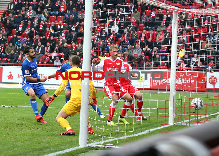 01.12.2018, Stadion an der Wuhlheide, Berlin, GER, 2.FBL, 1.FC UNION BERLIN  VS.SV Darmstadt 98, <br /> DFL  regulations prohibit any use of photographs as image sequences and/or quasi-video<br /> im Bild 3: 0 durch Marvin Friedrich (1.FC Union Berlin #5), Sebastian Andersson (1.FC Union Berlin #10), Grischa Proemel (1.FC Union Berlin #21)<br /> Fernandes Heuer (Darmstadt #1), Aytac Sulu (Darmstadt #4)<br /> <br /> <br />      <br /> Foto © nordphoto / Engler