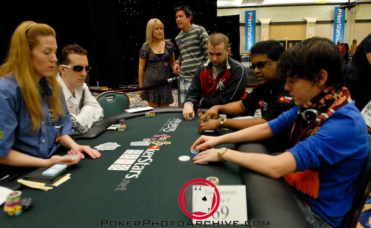 ElKy, Johnny Lodden, Victor Ramdin and Dario Minieri on the same table.