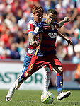 Granada's Penaranda (l) and FC Barcelona's Daniel Alves during La Liga match. May 14,2016. (ALTERPHOTOS/Acero)