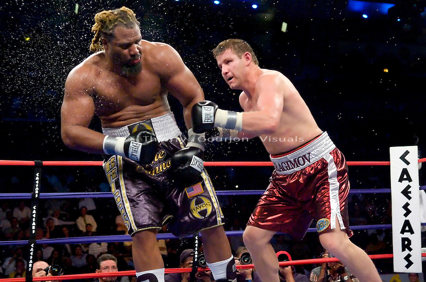 Atlantic City, N.J, 06.02.07: (r-l) Sultan Ibragimov lands on Shannon Briggs during their 12 rounds WBO World Heavyweight Championship at the Boardwalk Hall. Ibragimov took the belt away from Briggs by Unanimous decision. Photo by Thierry Gourjon.