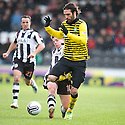 CELTIC'S GEORGIOS SAMARAS IS CHALLENGED BY ST MIRREN'S PAUL MCGOWAN
