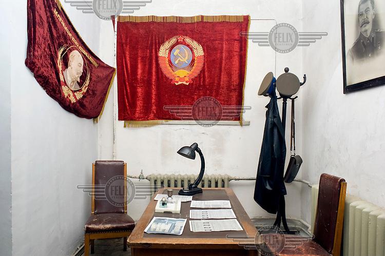A replica Soviet era interogation room in the Stalin Museum.