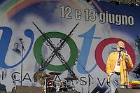 Roma, 10 Giugno 2011.Piazza del Popolo.Io Voto! In piazza per la fine della campagna referendaria su nucleare, acqua pubblica e legittimo impedimento..Nella foto:Moni Ovadia