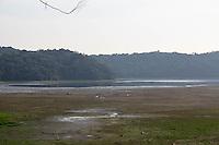 SAO PAULO, SP - 12.11.2014 - FALTA DE ÁGUA -  Vista da represa do Guarapiranga, na região do Parque do Lago, na Zona Sul de São Paulo, com nível baixo, segundo a SABESP, o nivel atualizado nesta Quarta-Feira (12) está em 36%. A cidade de São Paulo conta com previsão de chuva para o fim da tarde e possibilidade de que ocorra nas áreas de manaciais.<br /> <br /> <br /> (Foto: Fabricio Bomjardim / Brazil Photo Press)