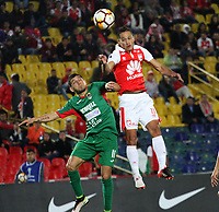 BOGOTÁ -COLOMBIA, 31-07-2018:Anderson Plata (Der.) de Independiente Santa Fe  de Colombia disputa el balón con Mauricio Felipe(Izq.) de  Rampla Juniors de Uruguay durante partido por los dieciseisavos de La Copa Conmebol Sudamericana 2018,jugado en el estadio Nemesio Camacho El Campín de la ciudad de Bogotá./ Anderson Plata (R) player of Independiente Santa Fe of Colombia disputes the ball with Mauricio Felipe(L) player of Rampla Juniors of Uruguay  during match  by the Conmebol Sudamericana Cup 2018 , played in Nemesio Camacho El Campín stadium of the Bogota  city. Photo: VizzorImage/ Felipe Caicedo / Staff