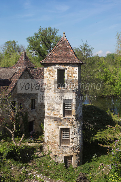 France, Lot, Haut-Quercy, Vallée de la Dordogne, Carennac, labellisé  Les Plus Beaux Villages de France , Tour d'escalier du XVIe siècle, // France, Lot, Haut Quercy, Dordogne Valley, Carennac, labelled Les Plus Beaux Villages de France (The Most Beautiful Villages of France) , stair tower of the sixteenth century