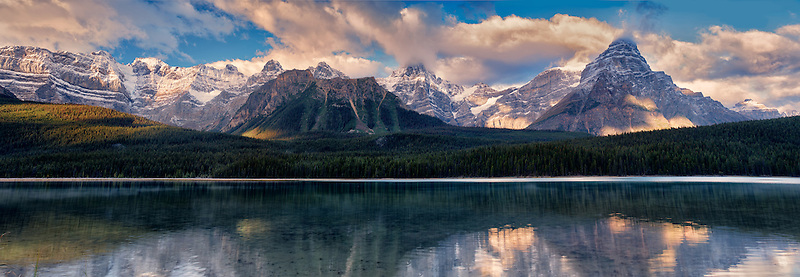 Waterfowl Lakes and mountains. Banff National Park, Alberta Canada.