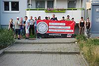"""Auf einer Buergerversammlung mit ca. 500 Teilnehmern im Berliner Plattenbaubezirk Hellersdorf entlud sich am Dienstag den 9. Juli 2013 der blanker Rassismus gegen eine geplante Unterkunft fuer syrische Buergerkriegsfluechlinge. Etwa 2/3 Anwesende aeusserten, es solle """"zuerst was fuer Deutsche getan werden"""", """"das Heim anzuenden"""", """"Wer sein Heimatland verlaesst ist ein Verraeter"""", """"Wer denkt an unsere Kinder"""" und aehnliche Parolen gegen das Fluechtlingsheim. Veranstaltungsteilnehmer, die Verstaendnis fuer die Buergerkriegsfluechtlinge aeusserten, wurden niedergebruellt.<br />Im Bild: Mitglieder der NPD haben sich nach der Veranstaltung mit einem Transparent aufgestellt.<br />9.7.2013, Berlin<br />Copyright: Christian-Ditsch.de<br />[Inhaltsveraendernde Manipulation des Fotos nur nach ausdruecklicher Genehmigung des Fotografen. Vereinbarungen ueber Abtretung von Persoenlichkeitsrechten/Model Release der abgebildeten Person/Personen liegen nicht vor. NO MODEL RELEASE! Don't publish without copyright Christian-Ditsch.de, Veroeffentlichung nur mit Fotografennennung, sowie gegen Honorar, MwSt. und Beleg. Konto:, I N G - D i B a, IBAN DE58500105175400192269, BIC INGDDEFFXXX, Kontakt: post@christian-ditsch.de<br />Urhebervermerk wird gemaess Paragraph 13 UHG verlangt.]"""