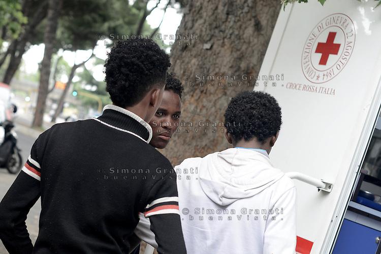 Roma, 12 Giugno 2015<br /> Vi Tiburtina.<br /> Presidio della Croce rossa per i migranti in attesa di essere trasferiti