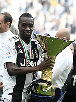 Calcio, Serie A: Juventus - Hellas Verona, Torino, Allianz Stadium, 19 maggio, 2018.<br /> Juventus' Blaise Matuidi celebrates with the trophy during the victory league ceremony at Torino's Allianz stadium, 19 May, 2018.<br /> Juventus won their 34th Serie A title (scudetto) and seventh in succession.<br /> UPDATE IMAGES PRESS/Isabella Bonotto