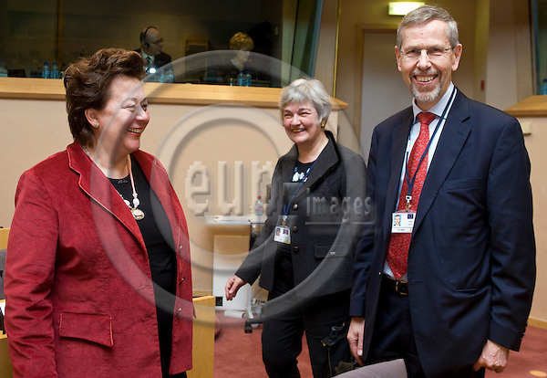 BRUSSELS - BELGIUM - 24 JANUARY 2011 -- European Training Foundation (ETF) and 3 other agencies presenting Working Program for 2011 at European Parliament to the Committee on Employment and Social Affairs. --  Madlen SERBAN director for ETF with Jukka Takala Director European Agency for Safety and Health at Work. -- PHOTO: Juha ROININEN / EUP-Images
