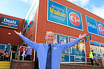 24/9/15 Bray Co Wicklow.<br /> Tony Martin manager at the open of the new Dealz store in Bray Co Wicklow.<br /> Picture Fran Caffrey /Newsfile/Professional Images