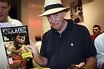 Bert  Sugar en la inaguracion del gym de la 5 calle de miami beach