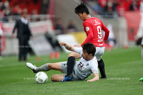(L to R) Mizuki Hamada (Avispa), Yuki Muto (Reds),<br /> MARCH 12, 2016 - Football / Soccer : 2016 J1 League 1st stage match between Urawa Reds 2-0 Avispa Fukuoka at Saitama Stadium 2002 in Saitama, Japan. (Photo by Jun Tsukida/AFLO SPORT)