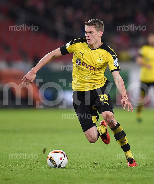 FUSSBALL DFB POKAL VIERTELFINALE SAISON  2015/2016  VfB Stuttgart - Borussia Dortmund              09.02.2016 Matthias Ginter (Borussia Dortmund)