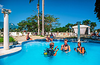 Dominikanische Republik, Playa Dorada, Hotel Victoria, Pool: Schnupperkurs, Tauchunterricht | Dominican Republic, Playa Dorada, Hotel Victoria, pool: scuba diving, trial lesson