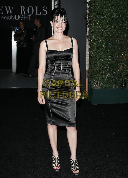 "CARLA GUGINO.At a private dinner this evening that Louis XIII Black Pearl cognac (SRP $32,000 / bottle) and Christina Aguilera are hosting in honor of photographer Matthew Rolston at the Wallis Annenberg Cultural Center . The event will celebrate the debut of Matthew Rolston?s new book called ""beautyLIGHT""  in Beverly Hills, California, USA..November 10th, 2008.full length black dress strappy sandals                                                               .CAP/DVS.©Debbie VanStory/Capital Pictures."