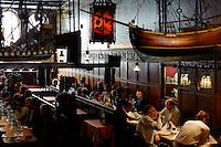 Restaurant Schiffergesellschaft erbaut 1535, Breite Straße 2 in Lübeck, Schleswig-Holstein, Deutschland