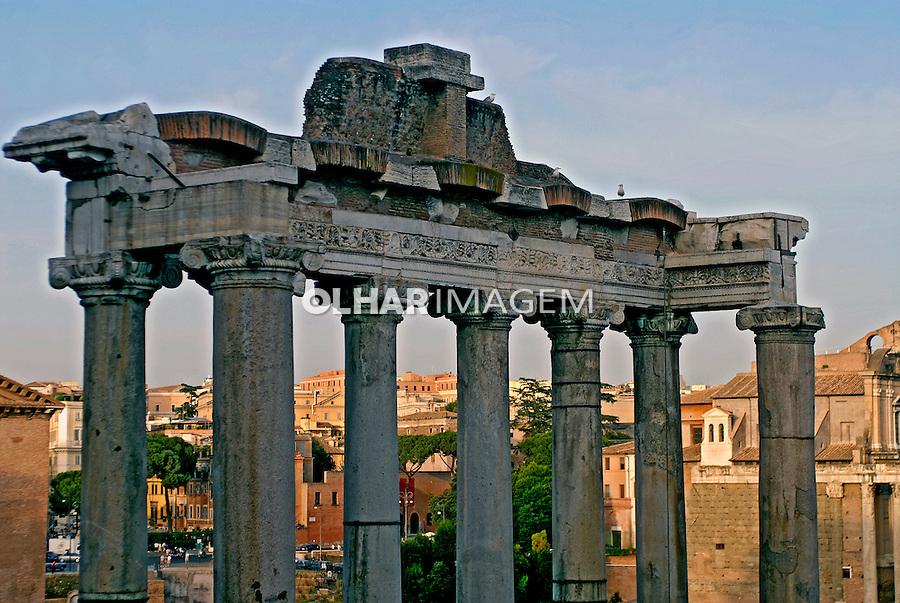 Ruínas do Templo de Saturno no Forum Romano. Roma. Italia. 2006. Foto de Luciana Whitaker.