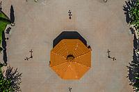 Aerial view of orange octagonal kiosk in the center of the public square of the village Esqueda, Sonora, Mexico. Route of the Sierra in Sonora Mexico. Kiosk<br />  (© Photo: LuisGutierrez / NortePhoto.com)<br /> Vista aerea de kiosco octagonal de color naranja en centro de la plaza publica del  pueblo  Esqueda, Sonora, Mexico. Ruta de la Sierra en Sonora Mexico. Quiosco<br />  (© Photo: LuisGutierrez / NortePhoto.com)