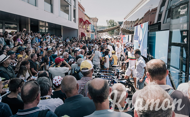 Lot's of fans wanting to see Team FDJ  / green jersey Arnaud Démare at the team bus this morning<br /> <br /> 104th Tour de France 2017<br /> Stage 6 - Vesoul › Troyes (216km)