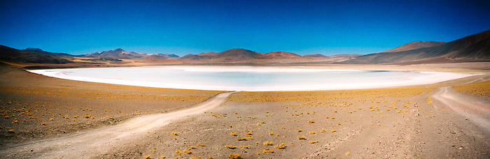 Laguna blanca / desierto de Atacama, Chile.<br /> <br /> White lagoon / Atacama desert, Chile.<br /> <br /> Panorámica de 2 fotografías / Panoramic image of 2 photographs.<br /> <br /> Edición de 10 | Víctor Santamaría.