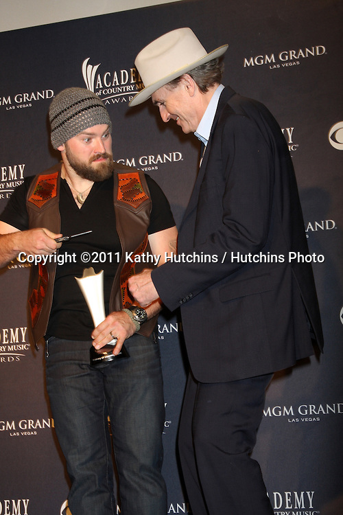 LAS VEGAS - APR 3:  Zac Brown and James Taylor in the Press Room at the Academy of Country Music Awards 2011 at MGM Grand Garden Arena on April 3, 2010 in Las Vegas, NV.