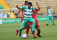 BOGOTÁ - COLOMBIA, 28-10-2018:Oscar Bernal (Izq.) jugador de La Equidad  disputa el balón con Kelvin Osorio (Der.) jugador de Patriotas Boyacá durante partido por la fecha 17 de la Liga Águila II 2018 jugado en el estadio Metropolitano de Techo de la ciudad de Bogotá. /Oscar Bernal (L) player of La Equidad fights for the ball with Kelvin Osorio (R) player of Patriotas Boyaca during the match for the date 17 of the Liga Aguila II 2018 played at the Metropolitano de Techo Stadium in Bogota city. Photo: VizzorImage / Felipe Caicedo / Staff.