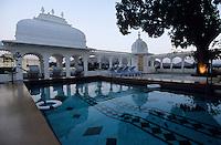 """Asie/Inde/Rajasthan/Udaipur: Hôtel """"Taj Lake Palace"""" sur le lac Pichola - La piscine"""