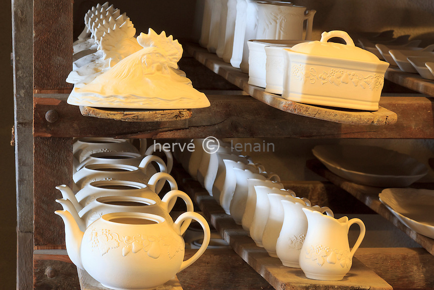 France, Cher (18), Foëcy, Musée Vivant de la Porcelaine // France, Cher, Foecy, Living Museum of Porcelain Philippe Deshoulieres.