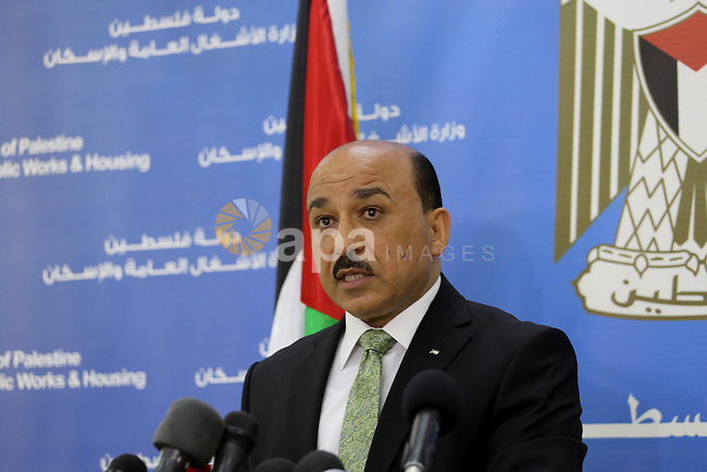 Palestinian Minister of public works and housing, Mofeed al-Hasayna speaks during a press conference in Gaza city on April 7, 2016. Photo by Mohammed Asad